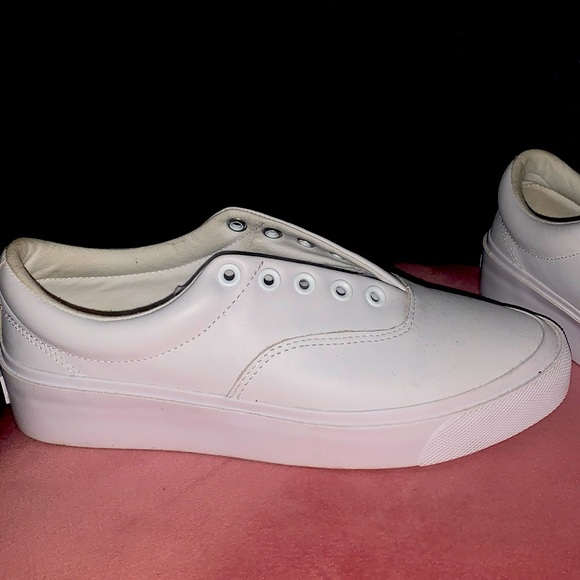 white leather shoes - converse